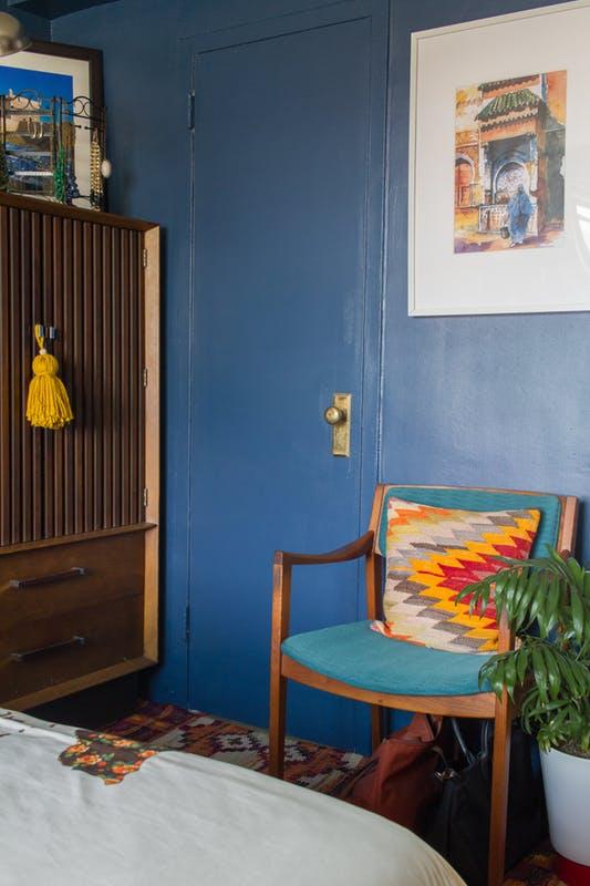Chật ních đồ đạc song căn hộ này vẫn khiến nhiều người mê mẩn - Ảnh 17.