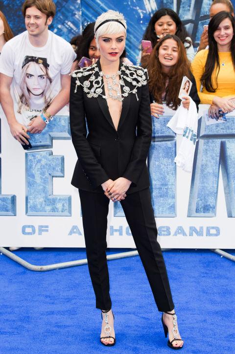 Chân dài Cara Delevingne đẹp nhất tuần với vest cá tính - Ảnh 1.
