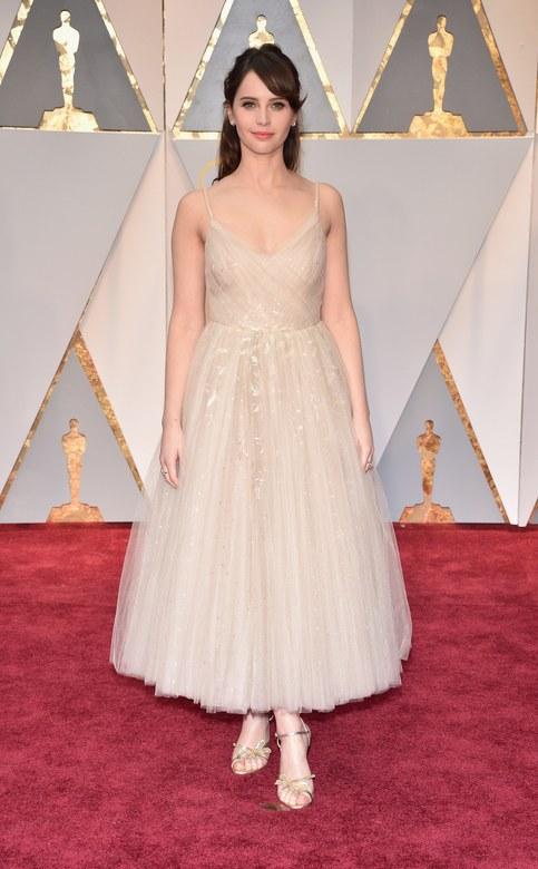 Cuộc chiến trang phục thảm đỏ tại Oscar - Ảnh 2.