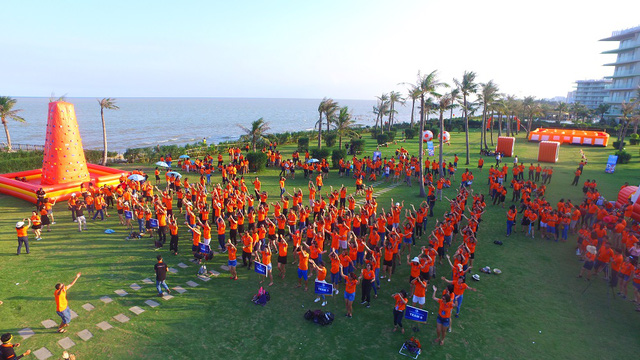 Hơn 1.000 cựu sinh viên Khóa 20 Đại học Luật Hà Nội hội ngộ - Ảnh 1.