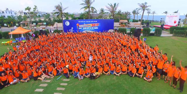 Hơn 1.000 cựu sinh viên Khóa 20 Đại học Luật Hà Nội hội ngộ - Ảnh 2.