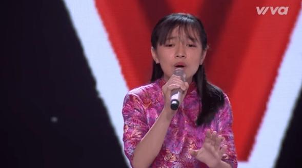 Giọng hát Việt nhí: Lộ diện cô bé hát cải lương cực mùi - Ảnh 1.