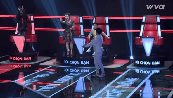Giọng hát Việt nhí: Lộ diện cô bé hát cải lương cực mùi - Ảnh 2.