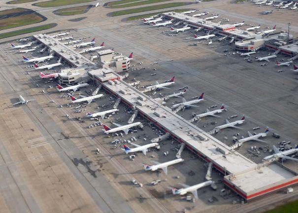 Hàng không Mỹ khốn đốn vì lệnh cấm mang thiết bị điện tử lên máy bay - Ảnh 2.