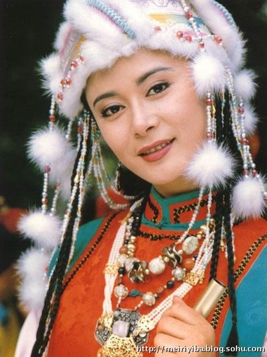 Sau 20 năm, công chúa Trại Á của Hoàn Châu cách cách giờ ra sao? - Ảnh 1.