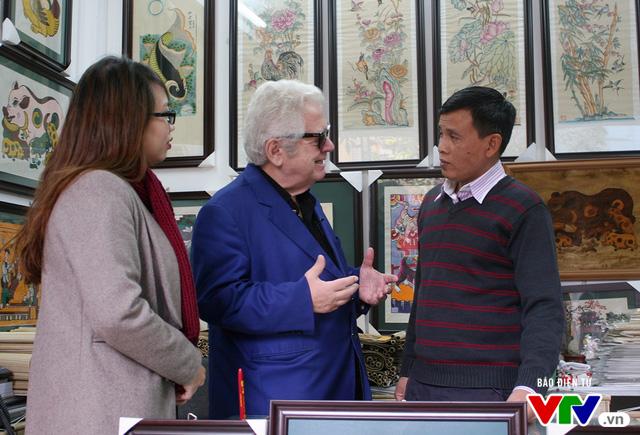 Cùng Đại sứ Hy Lạp khám phá hình tượng con gà trong tranh dân gian Việt Nam - Ảnh 3.