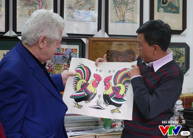 Cùng Đại sứ Hy Lạp khám phá hình tượng con gà trong tranh dân gian Việt Nam - Ảnh 4.