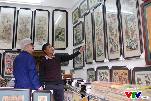 Cùng Đại sứ Hy Lạp khám phá hình tượng con gà trong tranh dân gian Việt Nam - Ảnh 2.