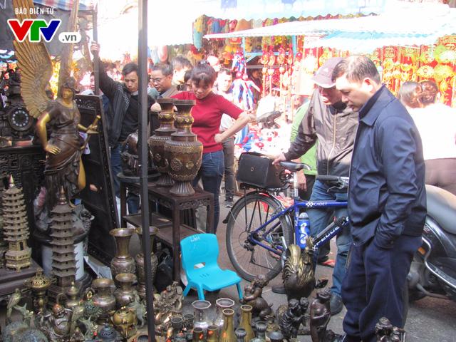 Đi chợ đồ cổ Hàng Lược những ngày giáp Tết Đinh Dậu - Ảnh 5.