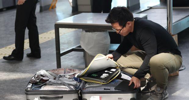 Hàng không Mỹ khốn đốn vì lệnh cấm mang thiết bị điện tử lên máy bay - Ảnh 1.