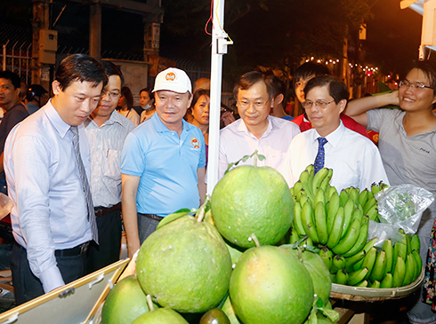 Khai mạc phiên chợ nông sản tại Khánh Hòa - Ảnh 3.