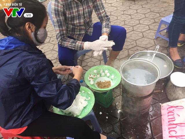 Bánh trôi, bánh chay cháy hàng ngày Tết Hàn thực - Ảnh 3.