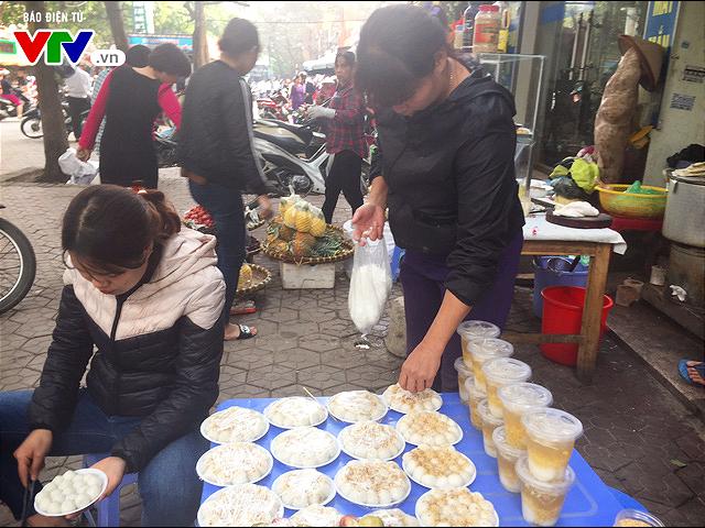 Bánh trôi, bánh chay cháy hàng ngày Tết Hàn thực - Ảnh 9.