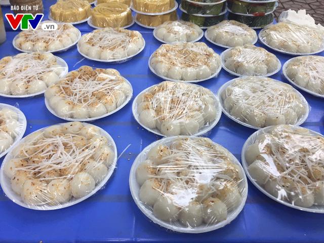Bánh trôi, bánh chay cháy hàng ngày Tết Hàn thực - Ảnh 1.