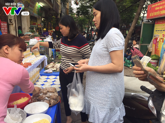Bánh trôi, bánh chay cháy hàng ngày Tết Hàn thực - Ảnh 8.