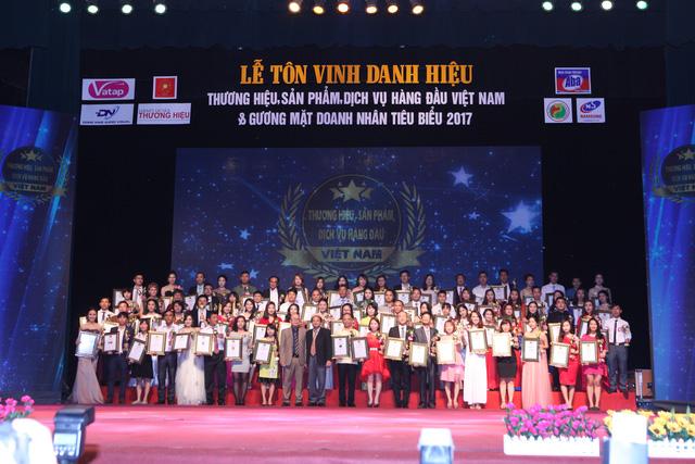 Thời trang Elly lọt top 100 thương hiệu, sản phẩm, dịch vụ hàng đầu Việt Nam 2017 - Ảnh 1.
