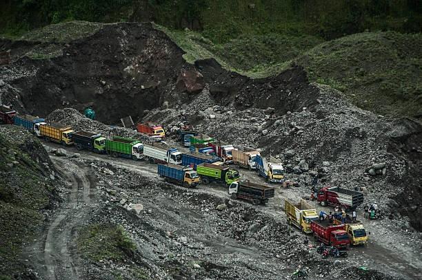 Indonesia: Lở đất trên sườn núi lửa, ít nhất 8 người thiệt mạng - Ảnh 5.