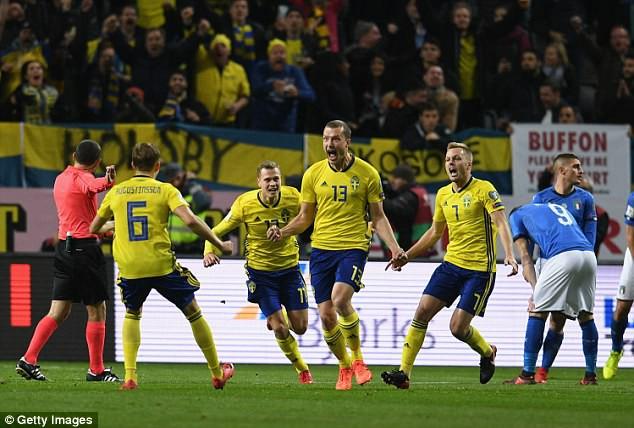 Kết quả bóng đá sáng 11/11: Thua Thụy Điển, Italia có nguy cơ ngồi nhà xem World Cup - Ảnh 3.