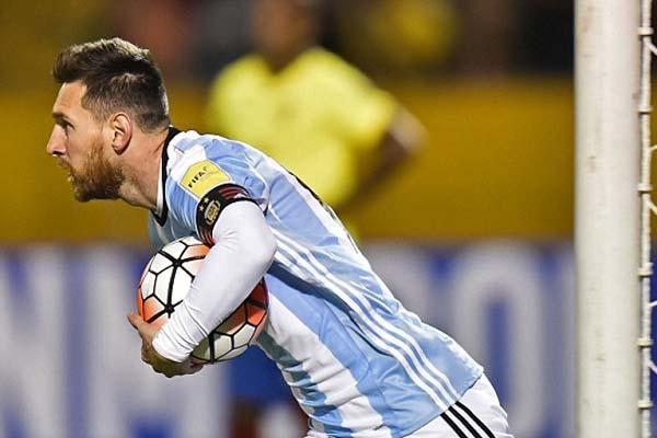 Barca chi tiền lót tay kỷ lục níu chân Messi tới năm 2021 - Ảnh 1.