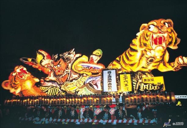 Lễ hội đèn lồng khổng lồ ở Nhật Bản - Ảnh 2.