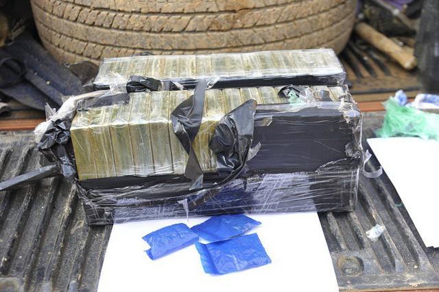 Bắt giữ đối tượng vận chuyển 30 bánh heroin trên cao tốc Hà Nội - Thái Nguyên - Ảnh 1.