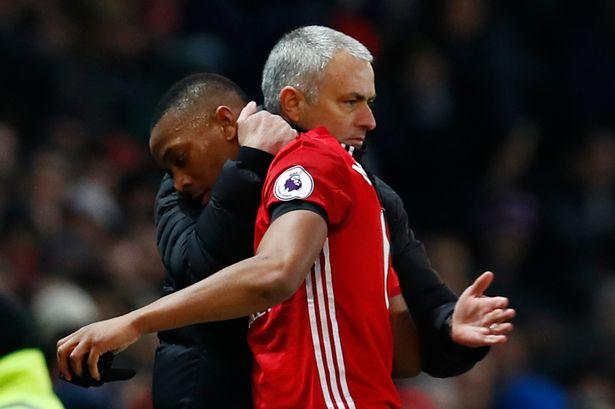 Mourinho quyết nhổ tận gốc di sản của Van Gaal tại Man Utd - Ảnh 2.