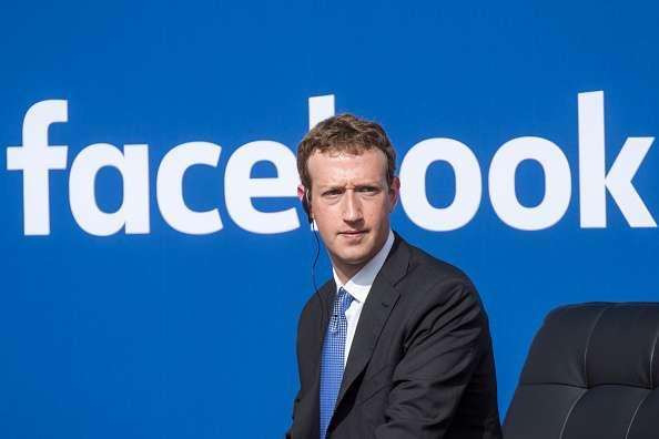 Mark Zuckerberg bị đề nghị từ chức, Facebook họp khẩn cấp - Ảnh 1.