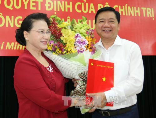 Đồng chí Nguyễn Thiện Nhân nhận nhiệm vụ Bí thư Thành ủy TP.HCM, đồng chí Đinh La Thăng làm Phó Ban Kinh tế TƯ - Ảnh 1.