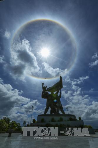 Vòng tròn lạ quanh mặt trời xuất hiện tại Điện Biên - Ảnh 1.
