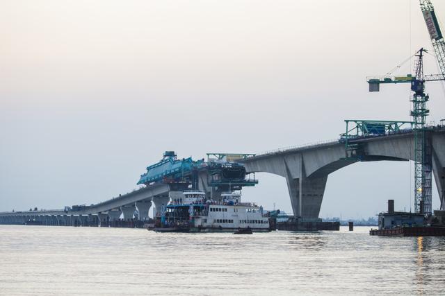 Ngày 14/5, thông xe kỹ thuật cầu vượt biển Tân Vũ - Lạch Huyện - Ảnh 1.