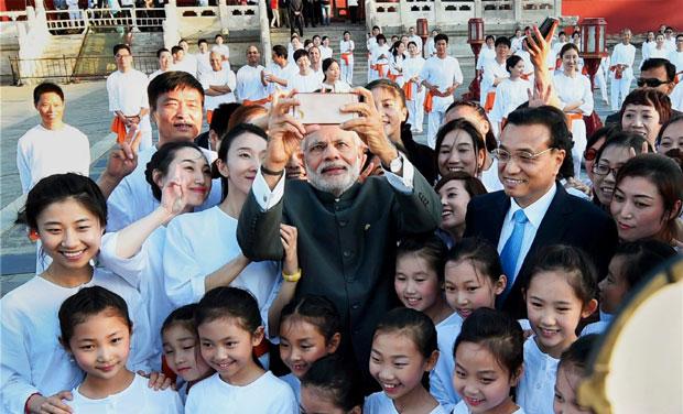Ngoại giao tự chụp ảnh nhìn từ Thủ tướng Ấn Độ Narenda Modi - Ảnh 1.