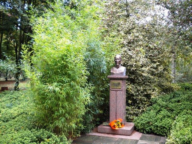 Chủ tịch Hồ Chí Minh trong lòng bạn bè Pháp - Ảnh 1.