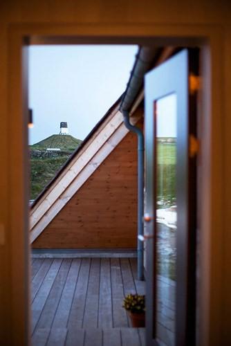 Cải tạo ngôi nhà mái ngói 50 năm tuổi thành nơi sống đầy tiện nghi - Ảnh 3.
