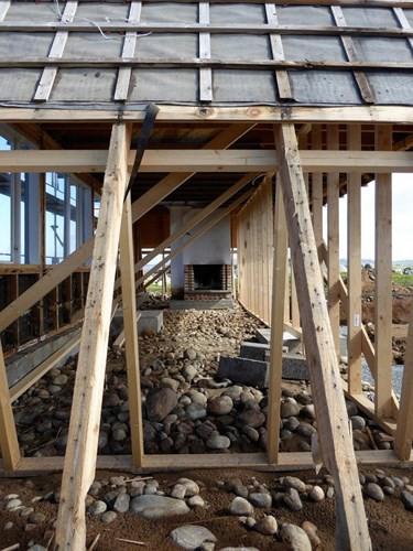 Cải tạo ngôi nhà mái ngói 50 năm tuổi thành nơi sống đầy tiện nghi - Ảnh 4.