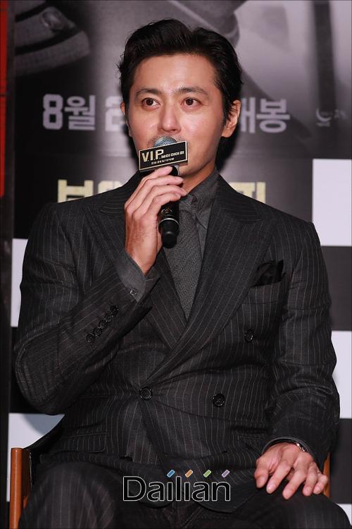 Quý ông U50 Jang Dong Gun khoe vẻ lịch lãm, đánh bật đàn em Lee Jong Suk - Ảnh 6.