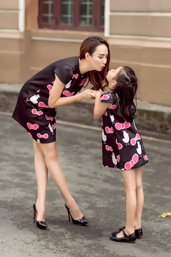 Hoa hậu Du lịch Ngọc Diễm rạng rỡ bên con gái yêu - Ảnh 3.