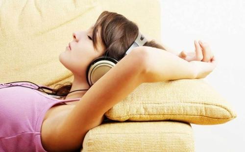 Ba tuyệt chiêu giúp bạn ngủ ngon giấc hơn - Ảnh 1.