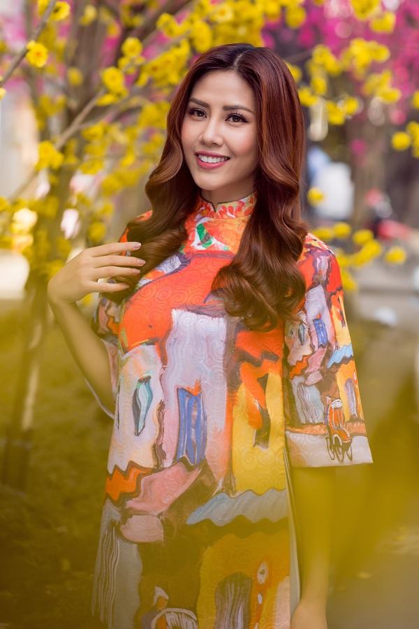 Hoa hậu biển Nguyễn Thị Loan duyên dáng khoe sắc bên mai vàng - Ảnh 6.