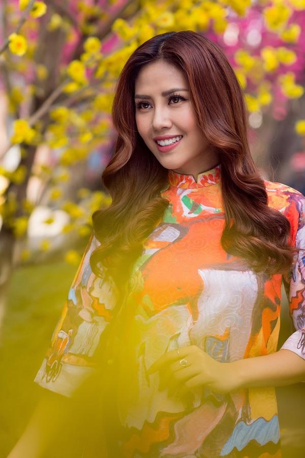 Hoa hậu biển Nguyễn Thị Loan duyên dáng khoe sắc bên mai vàng - Ảnh 5.