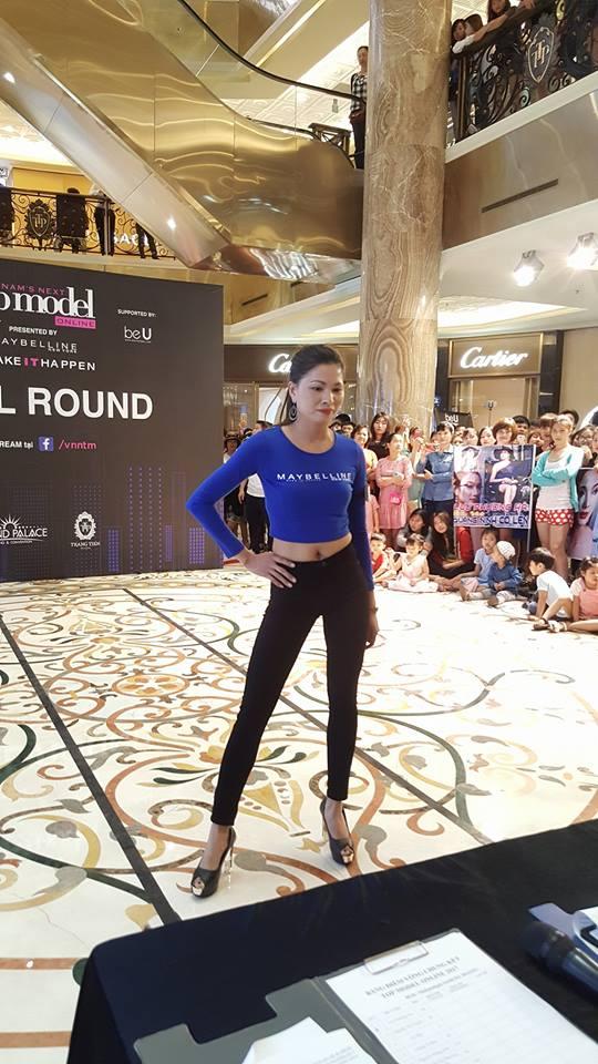 Chân dài 36 tuổi tự tin khoe đường cong tại vòng Chung kết Top Model Online miền Bắc - Ảnh 1.