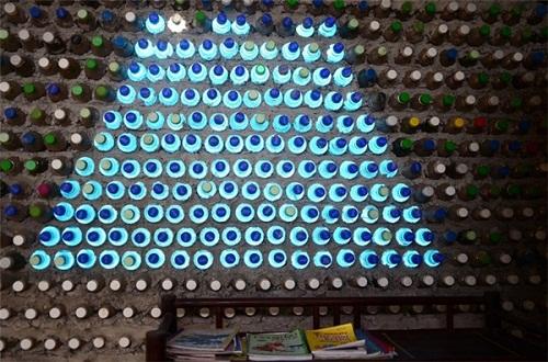 Độc đáo ngôi nhà 10m2 từ 8.800 vỏ chai nhựa - Ảnh 4.