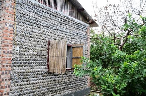 Độc đáo ngôi nhà 10m2 từ 8.800 vỏ chai nhựa - Ảnh 7.