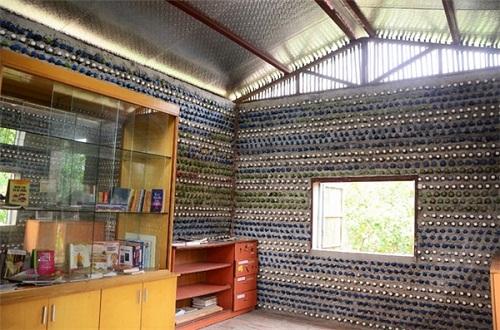 Độc đáo ngôi nhà 10m2 từ 8.800 vỏ chai nhựa - Ảnh 6.