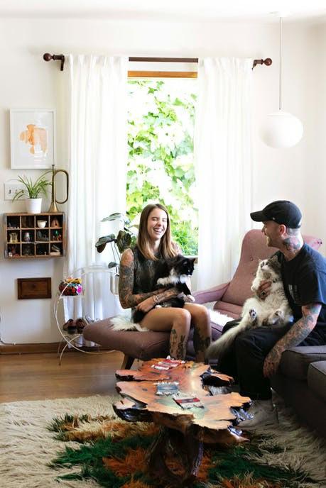 Cặp đôi nghiện mèo biến ngôi nhà hơn 58 m2 thành nơi ở lý tưởng - Ảnh 1.