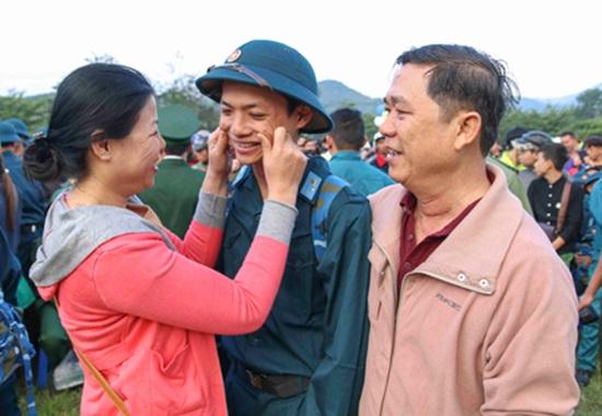 Sôi nổi ngày hội tòng quân tại Nam Trung Bộ, Tây Nguyên - Ảnh 1.