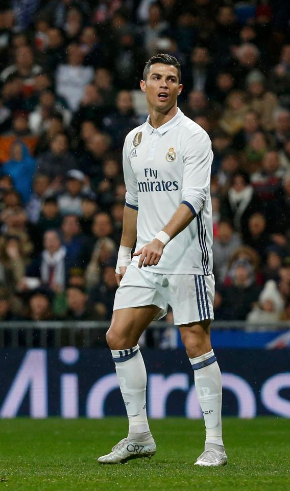 Ronaldo bị tố chửi tục khán giả trên sân Bernabeu - Ảnh 1.