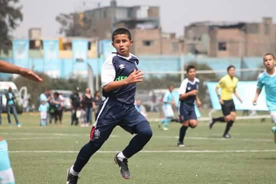 Cầu thủ nhí Peru gây chú ý vì cái tên quá giống trùm khủng bố khét tiếng - Ảnh 1.