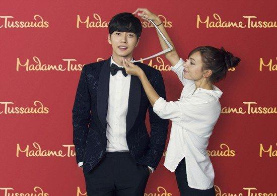 Park Hae Jin hào hứng đo đạc để làm tượng sáp - Ảnh 2.
