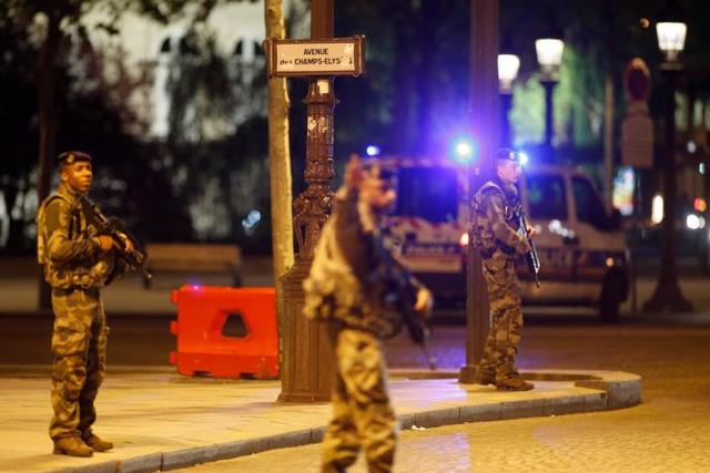 Vụ nổ súng tại Paris: Tổng thống Pháp triệu tập họp Hội đồng quốc phòng - Ảnh 1.