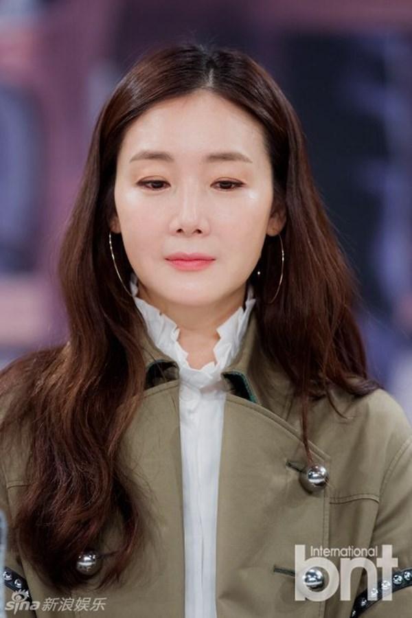 Choi Ji Woo lọt Top sao ăn mặc sành điệu nhất xứ Hàn - Ảnh 1.
